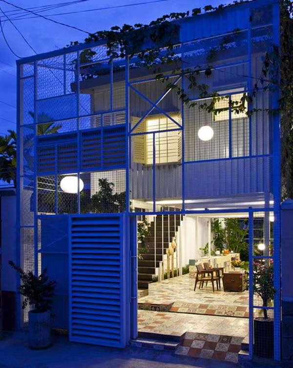 Không gian ấm cúng bên trong ngôi nhà vào buổi tối
